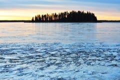 Het meer van het eiland en van het ijs Stock Afbeeldingen