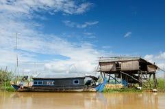 Het meer van het Sap Kambodja - Tonle Stock Afbeeldingen