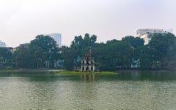 Het meer van Hoankiem, Zwaardmeer, Ho Guom, in Hanoi stock afbeeldingen