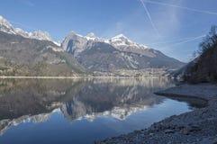 Het meer van Molveno Stock Afbeeldingen