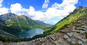 Het meer van Oko van Morskie in de bergen van poetsmiddelTatra Royalty-vrije Stock Foto