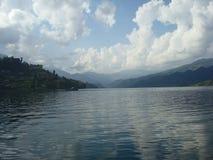 Het meer van Pokhara in Nepal Stock Foto's