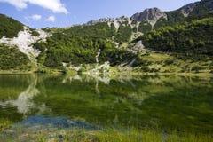 Het meer van Satorsko - in de westelijke gebieden van Bosnia royalty-vrije stock foto