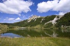 Het meer van Satorsko - in de westelijke gebieden van Bosnia stock foto's