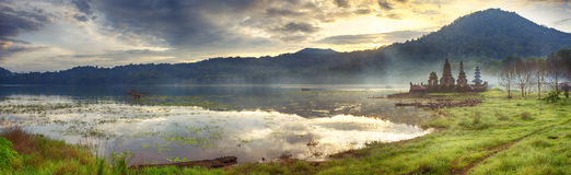 Het meer van Tamblingan. Bali royalty-vrije stock foto's