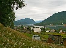 Het Meer van Teletskoye. De Bergen van Altai Stock Foto