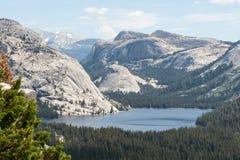 Het Meer van Tenaya in Nationaal Park Yosemite Royalty-vrije Stock Afbeeldingen