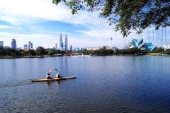 Het Meer van Titiwangsa en de Horizon van Kuala Lumpur Stock Foto