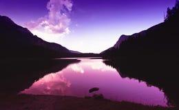 Het meer van Tovel bij zonsondergang Royalty-vrije Stock Afbeelding