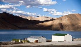 Het meer van tso-Moriri in Ladakh, India Royalty-vrije Stock Afbeeldingen