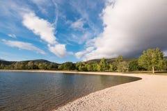 Het meer van Ullibarrigamboa in Alava, Baskisch land, Spanje royalty-vrije stock afbeelding