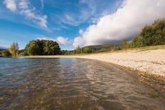 Het meer van Ullibarrigamboa in Alava, Baskisch land, Spanje stock afbeelding