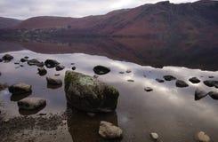 Het meer van Ullswater - grote stenen stock fotografie