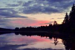 Het meer van Zweden in zonsondergang Stock Foto's