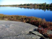 Het meerbezinning van de herfst Stock Foto's