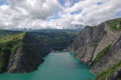Het meerdam van de berg royalty-vrije stock afbeeldingen