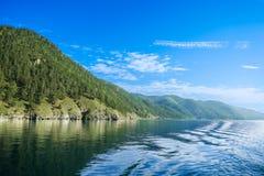 Het meerkust van Baikal Royalty-vrije Stock Foto