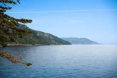 Het meerkust van Baikal; dichtbij Listvyanka Stock Foto's