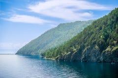 Het meerkust van Baikal; dichtbij Listvyanka Stock Foto
