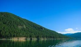 Het meerkustlijn van Baikal Stock Fotografie