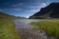 Het meerlandschap van de berg royalty-vrije stock afbeeldingen