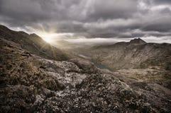 Het meerzonsopgang van de berg stock afbeelding