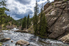 Het meeslepende water van de stroomrivier door Elf Mijlcanion Colorado stock foto's