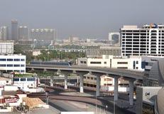 Het meeste vooruitgangstrein en metro spoornetwerk in Doubai Stock Foto