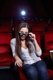 Het meisje in 3D glazen Stock Foto's