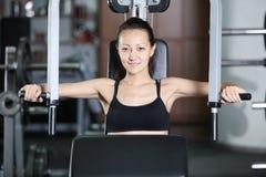 Opleiding in de gymnastiek royalty-vrije stock afbeelding