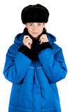 Het meisje bij blauw watteerde laag Stock Afbeelding