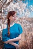 Het meisje bij een Apple-boom Stock Afbeelding