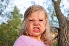 Het meisje is boos Stock Afbeelding
