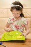 Het meisje borduurt Royalty-vrije Stock Afbeeldingen
