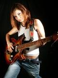 Het meisje dat van Atitude elektrische gitaar speelt Royalty-vrije Stock Foto's