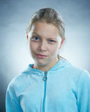 Het meisje dat van Atrractive gezichten maakt Royalty-vrije Stock Afbeeldingen