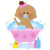 Het meisje dat van de baby een bad neemt Stock Afbeelding