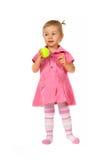 Het meisje dat van de baby een tennisbal houdt Royalty-vrije Stock Foto's