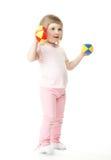 Het meisje dat van de baby oefeningen met stuk speelgoed domoren doet Stock Afbeeldingen