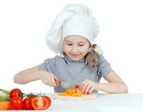 Het meisje dat van de chef-kok gezond voedsel voorbereidt en huisdier voedt Stock Fotografie