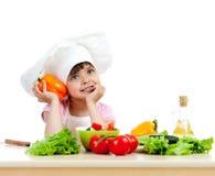 Het meisje dat van de chef-kok gezonde foo voorbereidt Stock Foto's