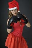Het meisje dat van de kerstman bokshandschoenen draagt Royalty-vrije Stock Foto