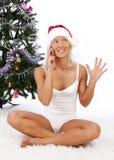 Het meisje dat van de kerstman telefonisch roept Stock Foto