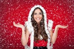 Het meisje dat van de kerstman van de manier geniet het sneeuw Royalty-vrije Stock Foto