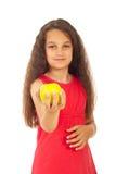 Het meisje dat van de schoonheid appel aanbiedt Stock Afbeelding