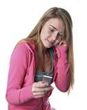 Het meisje dat van de tiener aan I-peul luistert Stock Foto's
