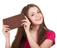 Het meisje dat van de tiener grote chocoladereep houdt stock afbeelding