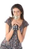 Het meisje dat van de universiteit een gouden trofee wint Royalty-vrije Stock Afbeeldingen