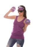 Het Meisje dat van DJ aan muziek met cd's in haar hand luistert Stock Afbeelding