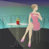 Het meisje in de koffie door het overzees Royalty-vrije Stock Foto's